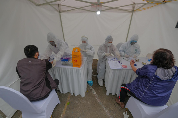 3 mẫu nghi COVID-19 qua xét nghiệm nhanh ở Hà Nội đều cho kết quả âm tính