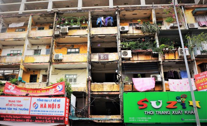 Cư dân sống ở chung cư cũ - Bán không được giá, ở thì khổ trăm bề