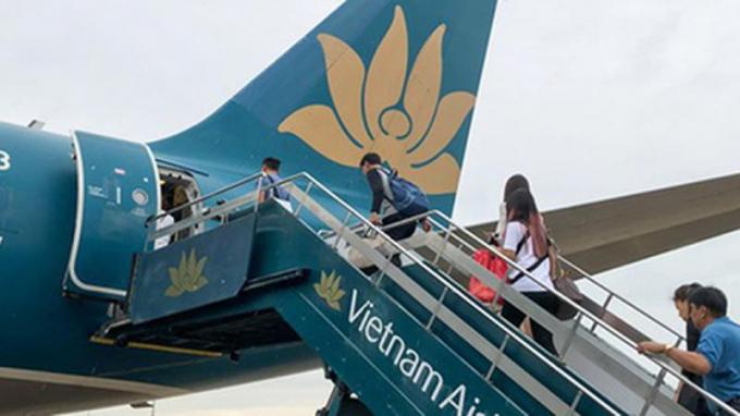 Vì sao Cục Hàng không đề xuất áp giá sàn vé máy bay?