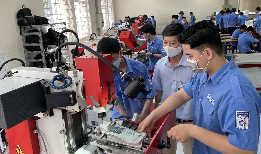 Giải pháp phát huy vai trò của bảo hiểm thất nghiệp trong đào tạo lại lao động