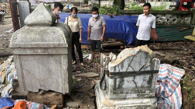 Tôn tạo di tích chùa Thổ Hà, Công ty Kiến trúc Việt làm vỡ bia đá cổ hàng trăm năm