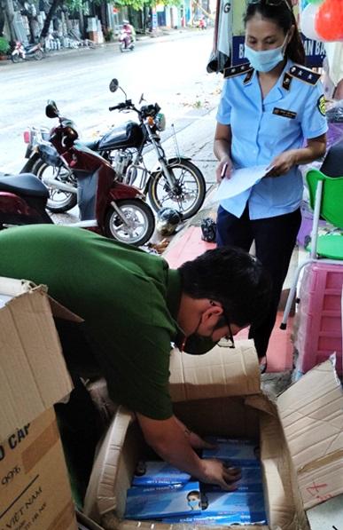 Thu giữ hơn 13 nghìn khẩu trang y tế không rõ nguồn gốc tại Tuyên Quang