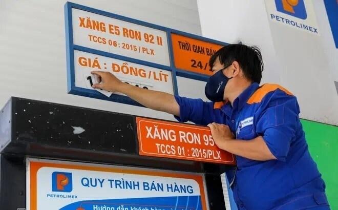 Giá xăng tăng lên mức cao kỷ lục