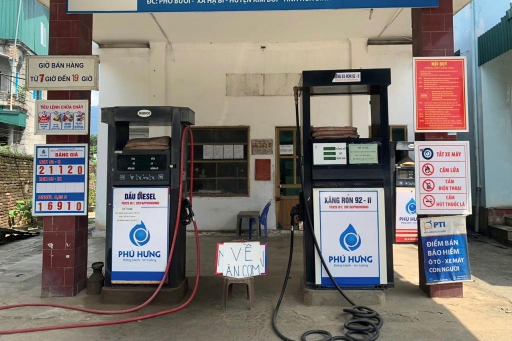 """Cửa hàng xăng dầu bị phạt vì dừng bán hàng để """"về ăn cơm"""" khi chưa được phép"""